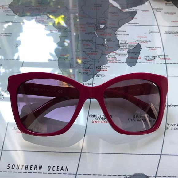 1a0f24529721c CHANEL Accessories - Chanel Brick Le Boy Sunglasses Violet